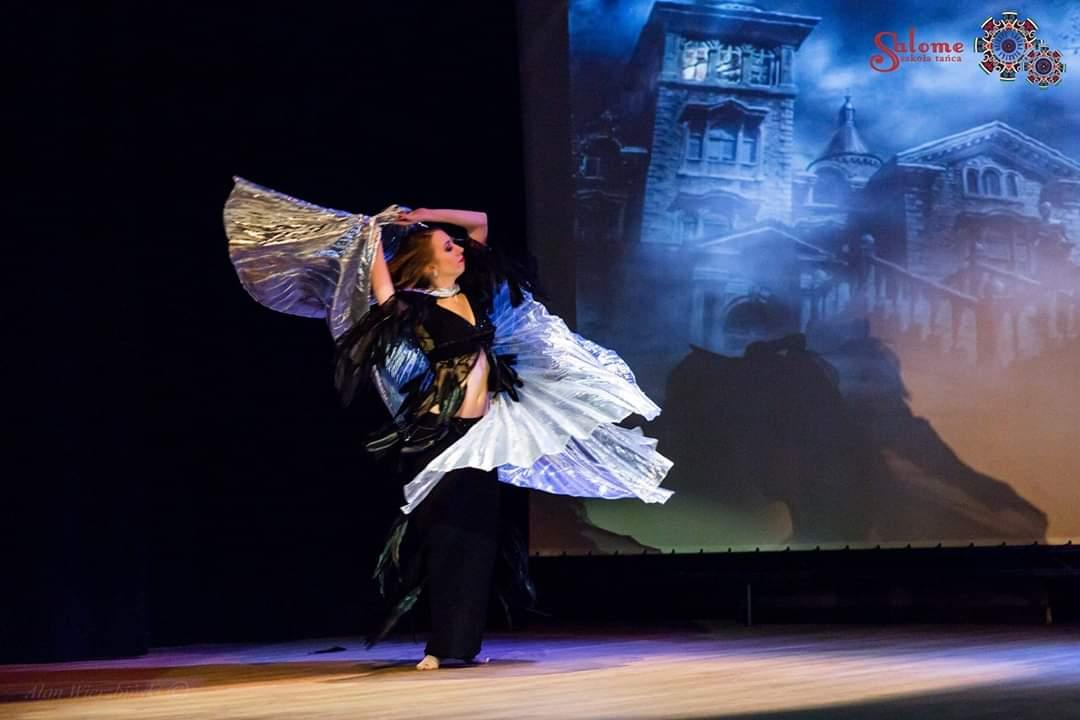 Pokaz tańca brzucha Halloween