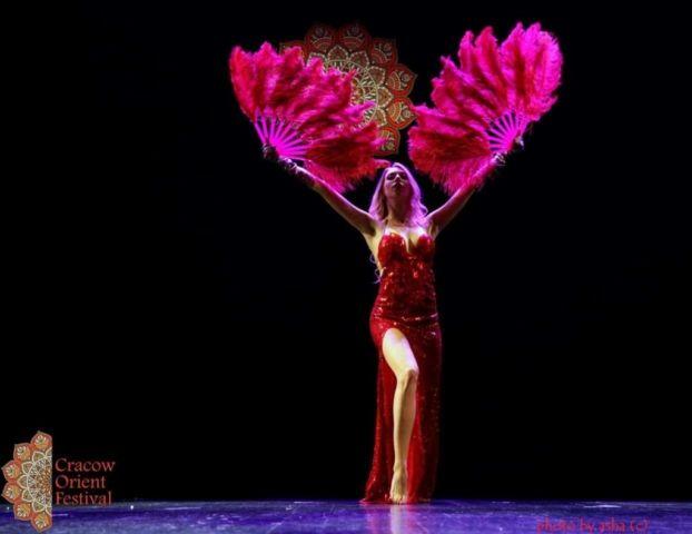 Fuzja tańca brzucha z burleską